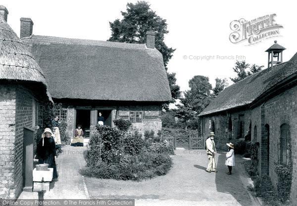 Wimborne, St Margaret's Chapel And The Almshouses 1908