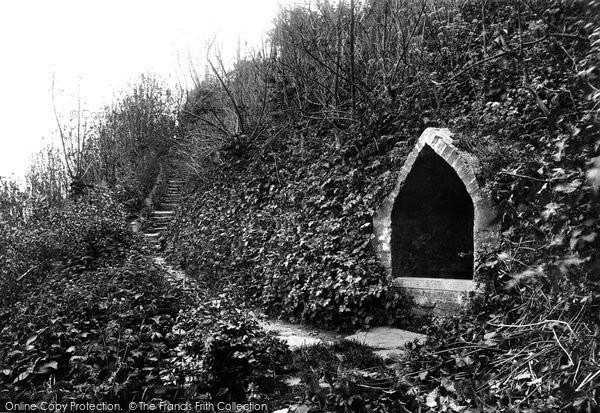 Photo of Winchelsea, Queen Elizabeth's Well 1906