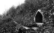Winchelsea, Queen Elizabeth's Well 1906
