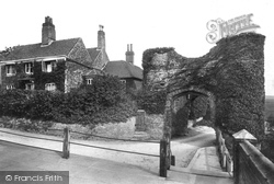 Winchelsea, Strand Gate And Ellen Terry's Cottage 1906