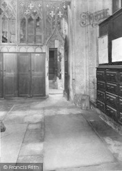 Winchester, Cathedral, Izaac Walton's Tomb 1929