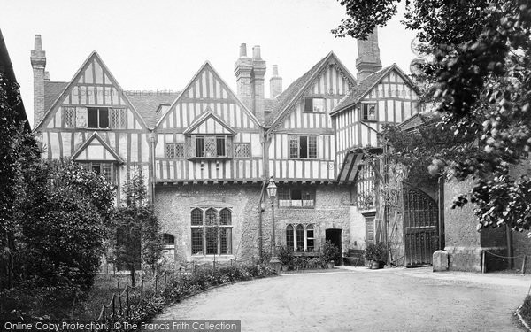 Photo of Winchester, Cheyney Court And The Priory Gate c.1920