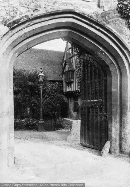 Photo of Winchester, Close Gate 1906