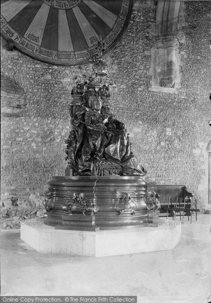 Photo of Winchester, County Hall, Queen Victoria Statue 1912