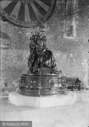 Winchester, County Hall, Queen Victoria Statue 1912
