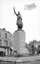 Winchester, King Alfred's Statue c.1960
