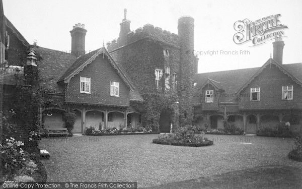 Photo of Winchester, St John's Almshouses 1911