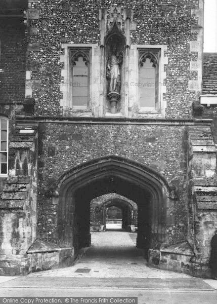 Photo of Winchester, The College Entrance 1936