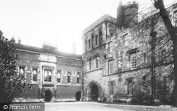 Winchester, The College, Middle Gate 1909