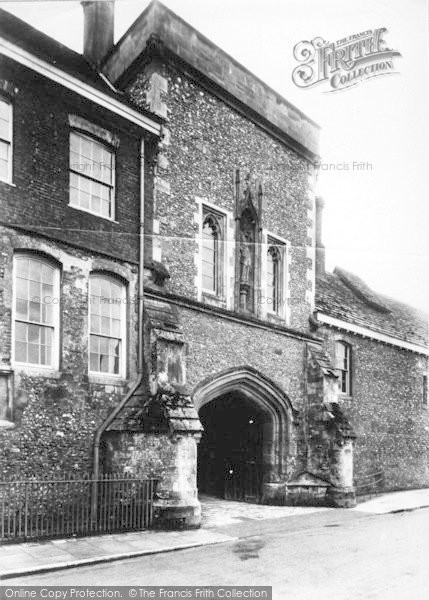 Photo of Winchester, The College, Outer Gate 1909