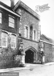 Winchester, The College, Outer Gate 1909