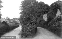 Winchester, Wolvesley Walk And College 1911