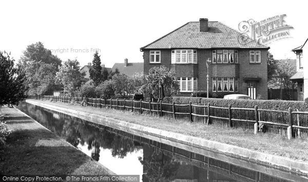 Photo of Winchmore Hill, Bridge Gate c.1955