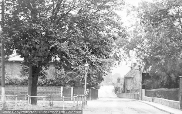 Photo of Winchmore Hill, Hoppers Road And Compton Road Junction c.1920