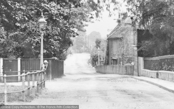 Photo of Winchmore Hill, Hoppers Road c.1920
