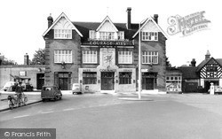 Winchmore Hill, The Green Dragon c.1960