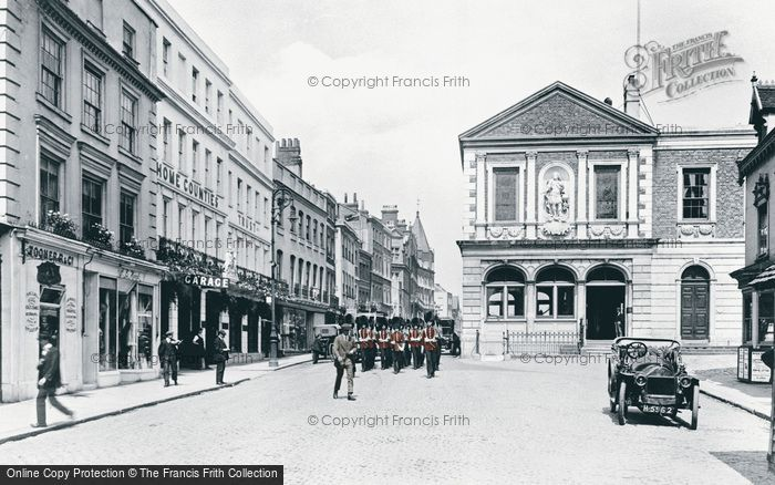 Photo of Windsor, High Street And Guildhall 1914