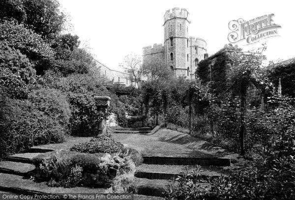 Photo of Windsor, St George's Tower And Moat Garden 1914