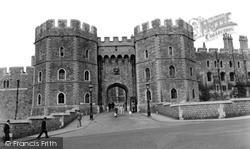 Windsor, The Castle, Henry Viii Gateway c.1960