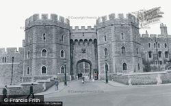 Windsor, The Castle, Henry VIII Gateway c.1960