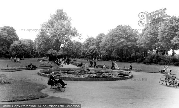 Photo of Windsor, the River Gardens c1960