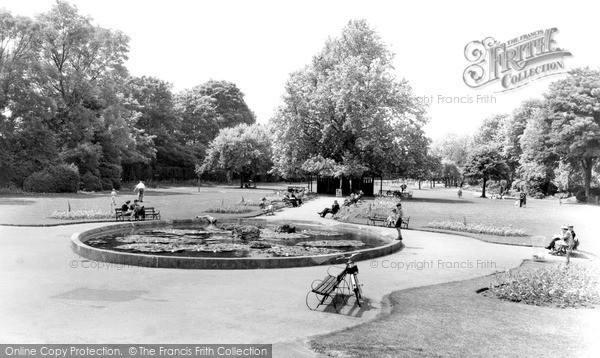 Photo of Windsor, The River Gardens c.1960