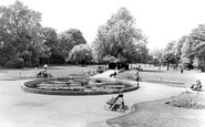 Windsor, The River Gardens c.1960