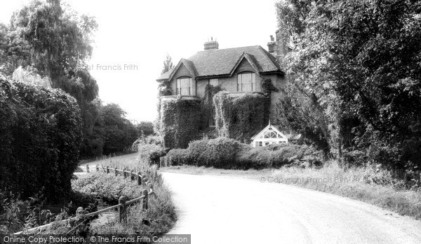 Winnersh,Sindlesham Mill c1960,Berkshire