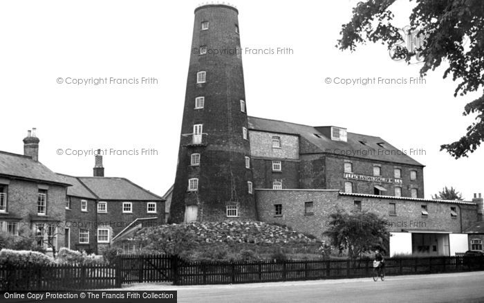 Photo of Wisbech, Leach's Mill c.1955