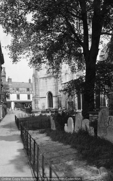 Photo of Wisbech, St Peter's Churchyard c.1950