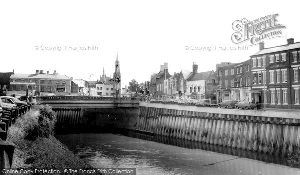 Photo of Wisbech, The Bridge And Monument c.1970