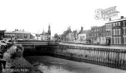 Wisbech, The Bridge And Monument c.1970