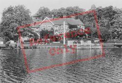 The Hut Hotel 1928, Wisley