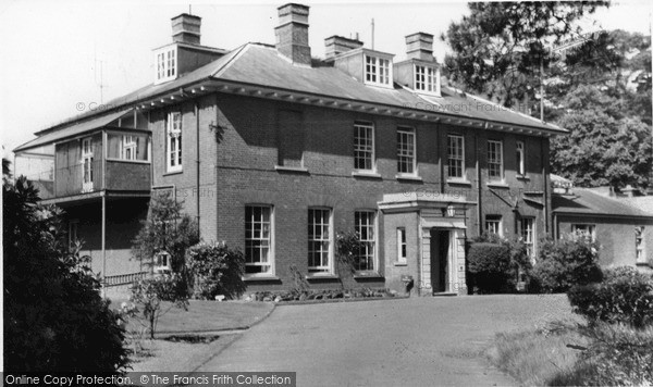 Photo of Woburn Sands, Daneswood Convalescent Home c.1970