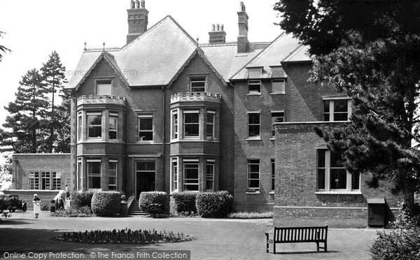 Photo of Woburn Sands, Edgbury Convalescent Home c.1955