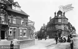 Woking, Albion Hotel And The Old Bank 1901