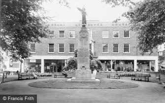 Woking, the War Memorial c1965