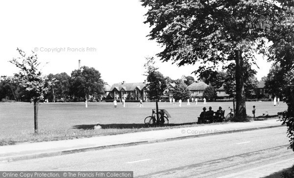Photo of Woking, The Wheatsheaf c.1955
