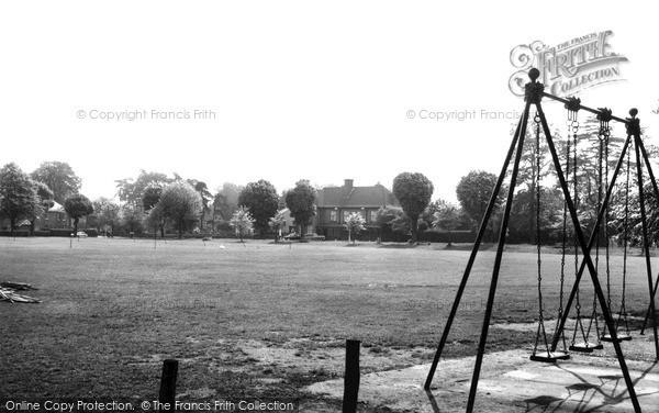 Photo of Woking, The Wheatsheaf c.1965