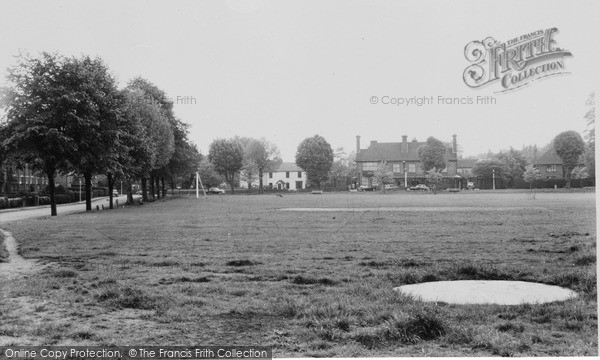 Photo of Woking, The Wheatsheaf c.1965