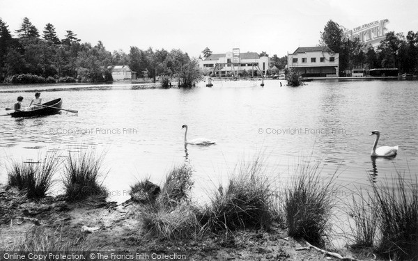 Photo of Wokingham, Lakeside Holidays, California c.1960
