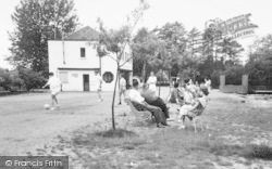 Wokingham, Lakeside Holidays, Holidaymakers c.1960