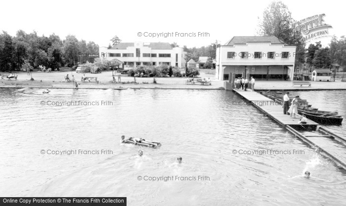 Photo of Wokingham, Longmoor Lake, Lakeside Holidays, California c.1960