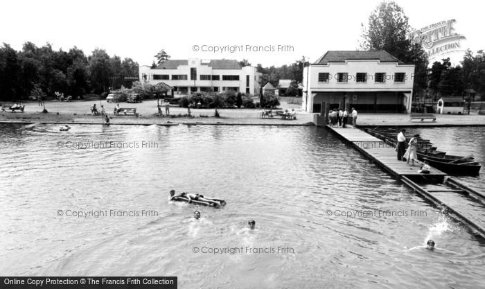 Photo of Wokingham, Longmoor Lake, Lakeside Holidays, California c1960
