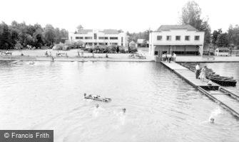 Wokingham, Longmoor Lake, Lakeside Holidays, California c1960