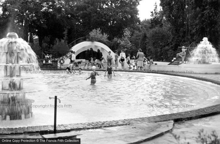 Photo of Wokingham, Martin's Swimming Pool c1955