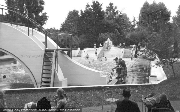 Photo of Wokingham, Martin's Swimming Pool c.1955