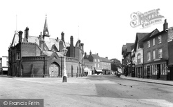 The Town Hall 1906, Wokingham