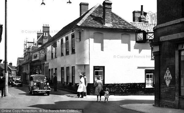 Photo of Woodbridge, The Crown Hotel c.1950