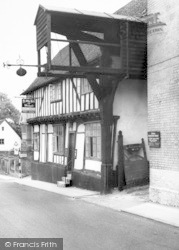 Woodbridge, The Old Bell And Steel Yard c.1965